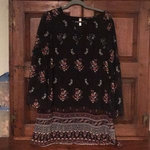 Flowered dress with belled sleeves NWOT